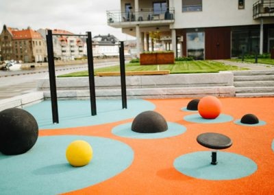 Balls and Half Balls, Norway