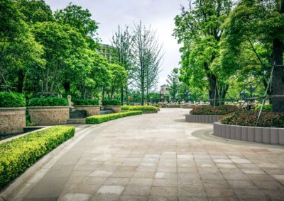 Gummipalisade als Baumeinfassung in Parks