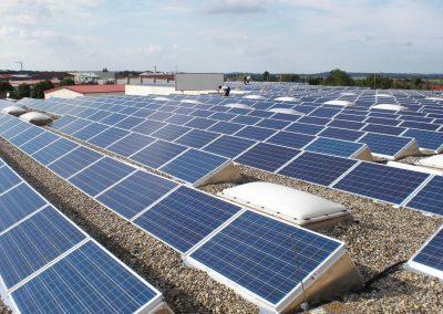 KRAITEC top als Schutzlage unter Photovoltaikanlage